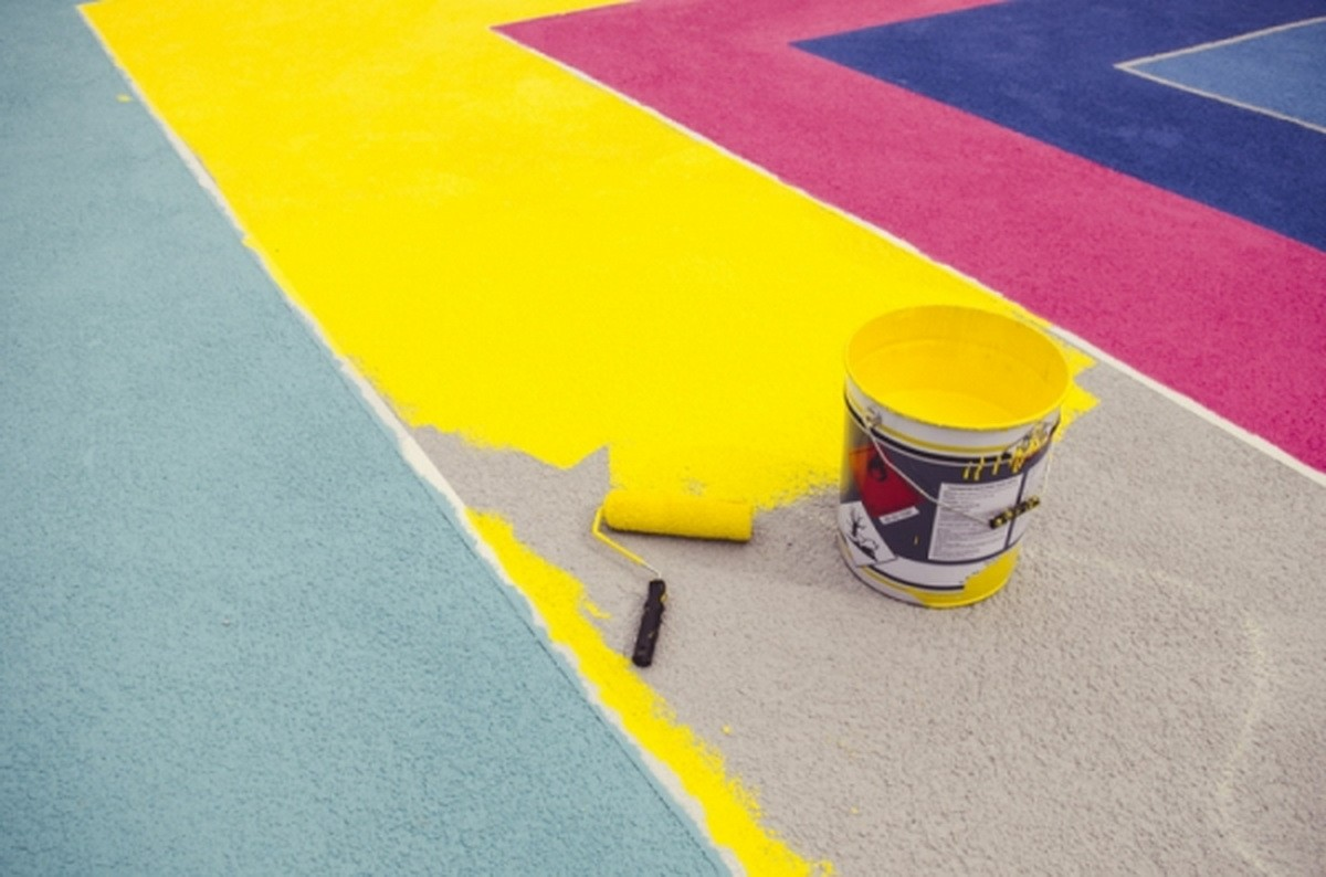 ABSTRACT GEOMETRIC MURAL IN A BASKETBALL COURT