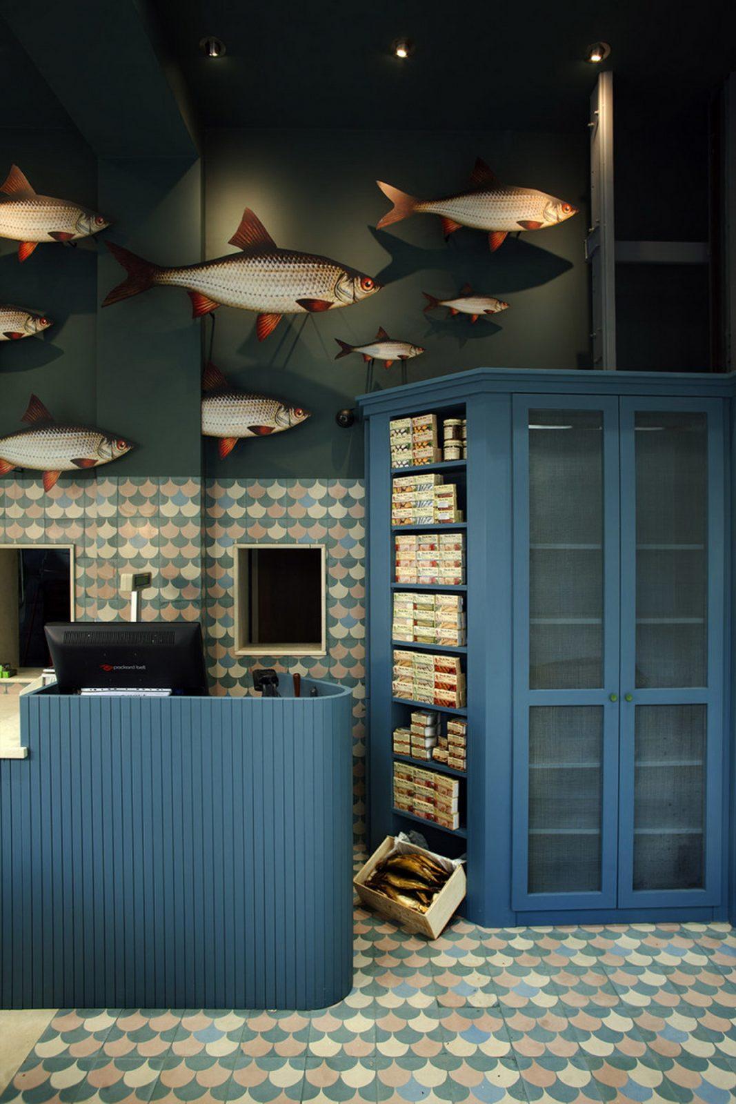 DECORATIVE MURAL IN A FISH SHOP