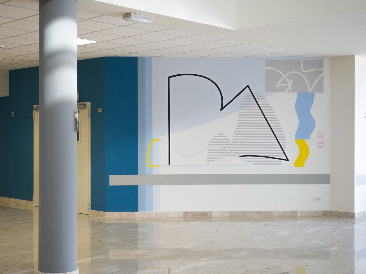 ABSTRACT STYLE MURAL IN A SCHOOL