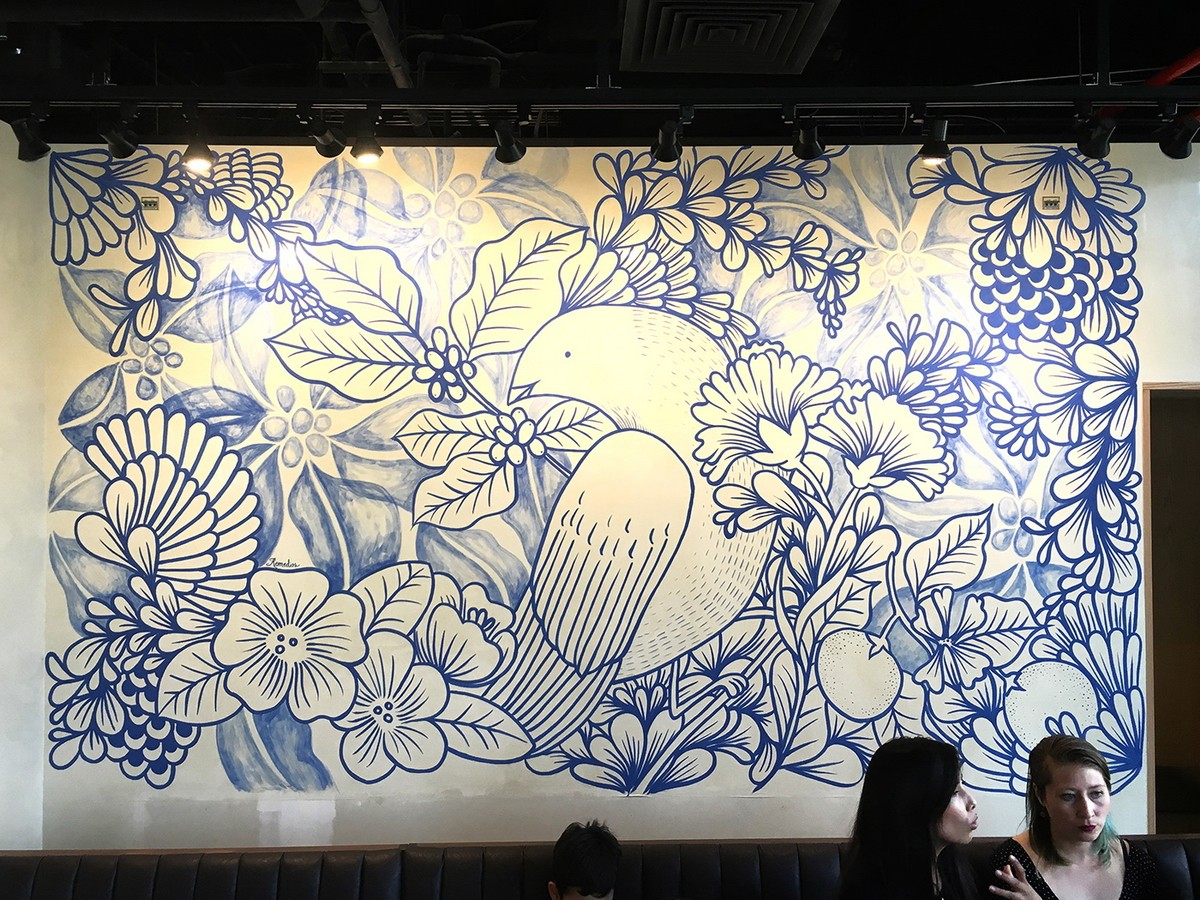 MURAL WITH PLANTS AND BIRDS IN A CAFE