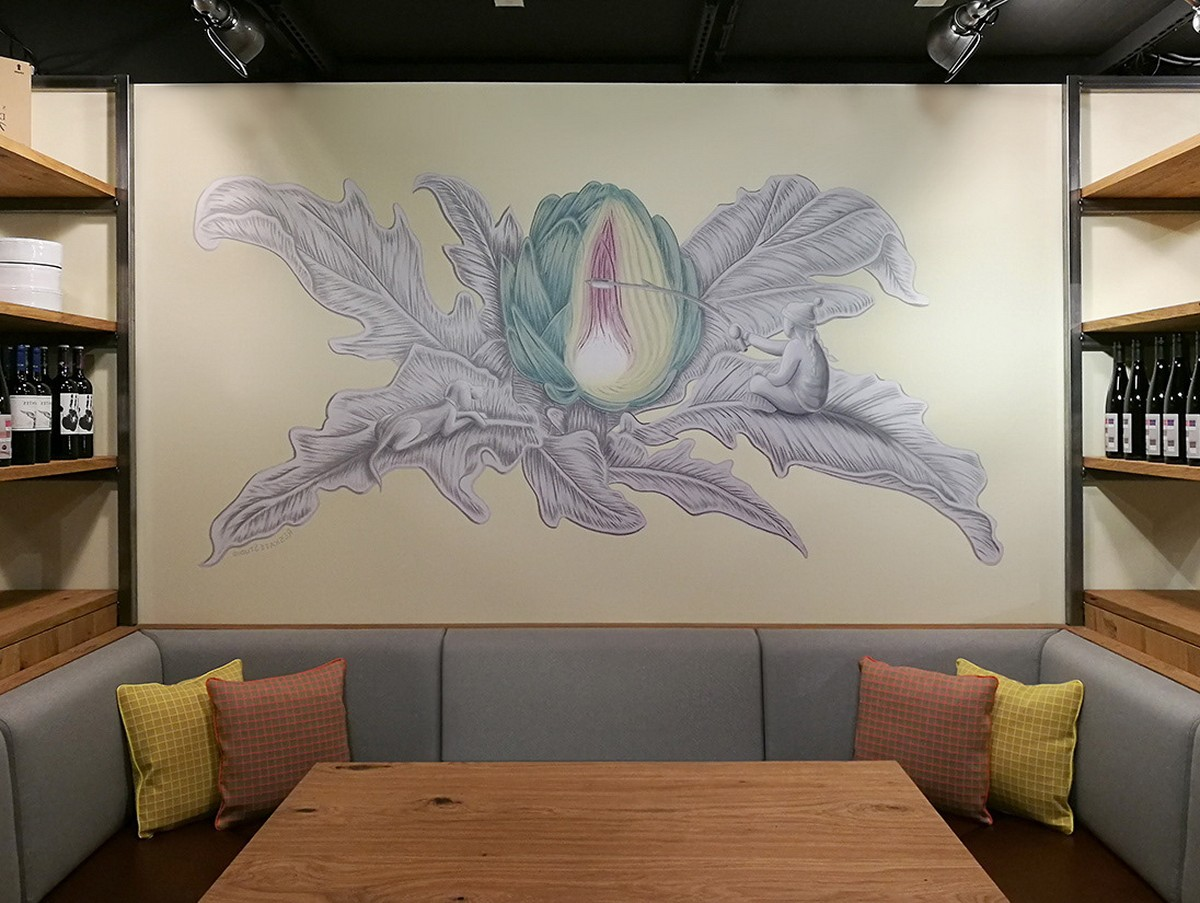 FLORAL MURAL IN A RESTAURANT