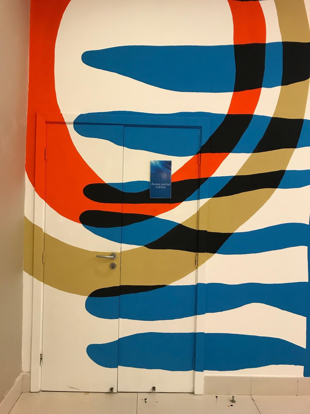 Διακοσμητικη τοιχογραφια στους χωρους υποδοχης του Ξενοδοχειου Novotel